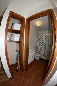 Cabin 16 bathroom